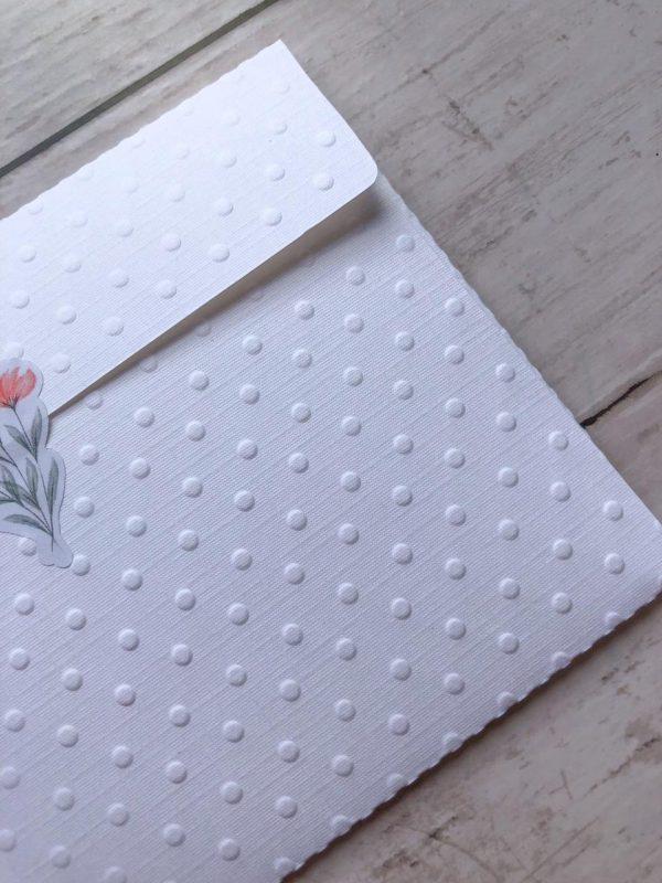 Envelope em papel telado com textura de poá